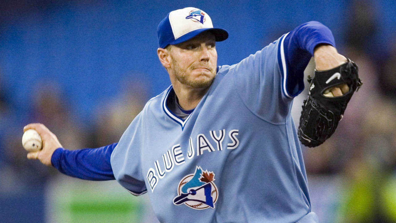 Toronto-Blue-Jays-starting-pitcher-Roy-Halladay-throws-against-the-Seattle-Mariners-during-first-inning-AL-baseball-game-action-in-Toronto-September-25,-2009.-Former-Toronto-Blue-Jays-star-pitcher-Roy-Halladay-has-died-after-his-plane-crashed-in-the-Gulf-of-Mexico.-He-was-40.-(Fred-Thornhill/CP)