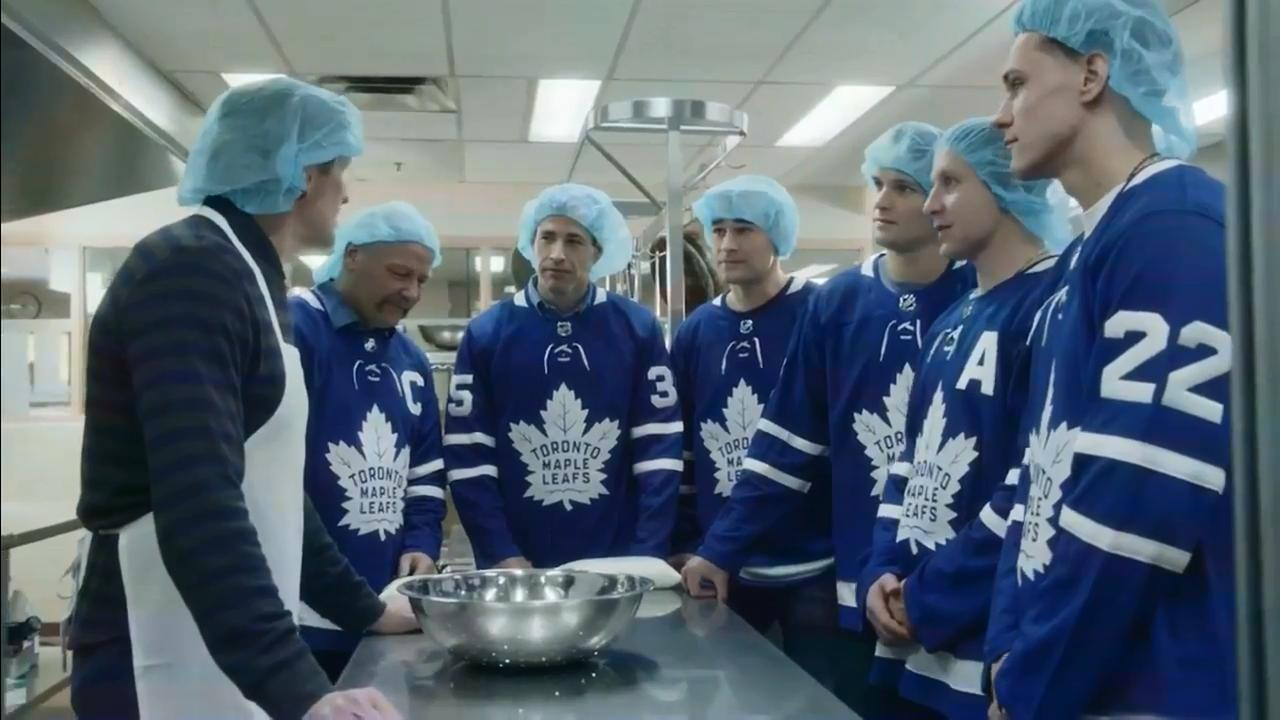 purchase cheap 004fa 8a0d4 Maple Leafs, Babcock and Clark conquer the big cookie for ...