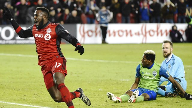 Toronto-FC-forward-Jozy-Altidore-(17)-celebrates-after-scoring-against-Seattle-Sounders-goalkeeper-Stefan-Frei,-right,-as-defender-Joevin-Jones-looks-on-during-second-half-MLS-Cup-Final-soccer-action-in-Toronto-on-Saturday,-December-9,-2017.-(Nathan-Denette/CP)