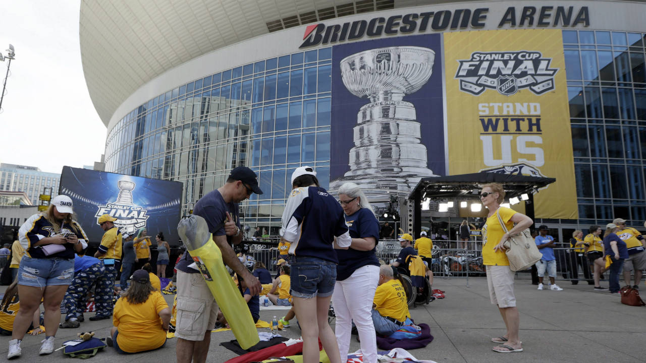 Nashville-Predators-fans-set-up-to-watch-outside-Bridgestone-Arena-before-Game-3-of-the-NHL-hockey-Stanley-Cup-Finals-between-the-Nashville-Predators-and-the-Pittsburgh-Penguins-Saturday,-June-3,-2017,-in-Nashville,-Tenn.-(Mark-Humphrey/AP)
