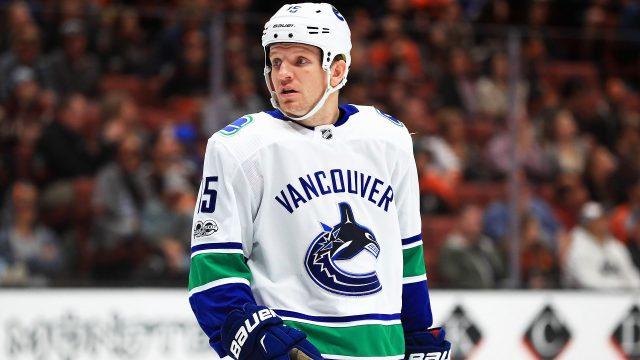 Vancouver-Canucks;-Derek-Dorsett;-NHL