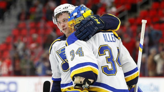 St.-Louis-Blues'-Vladimir-Tarasenko,-left,-congratulates-goalie-Jake-Allen-(34)-after-beating-the-Detroit-Red-Wings-6-1-after-an-NHL-hockey-game-Saturday,-Dec.-9,-2017,-in-Detroit.-(Paul-Sancya/AP)