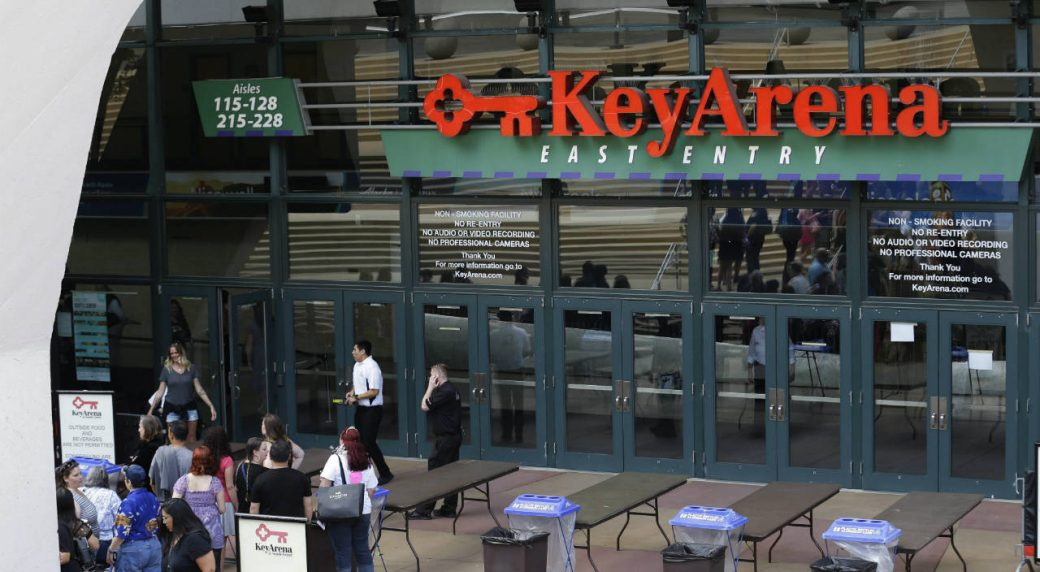 People-wait-to-get-into-KeyArena-for-an-event,-Wednesday,-June-7,-2017,-in-Seattle.-Seattle-Mayor-Ed-Murray-said-Wednesday-that-the-city-will-enter-into-negotiations-with-the-Oak-View-Group-on-a-proposal-for-a-privately-financed-renovation-of-the-city-owned-KeyArena.-(Ted-S.-Warren/AP)