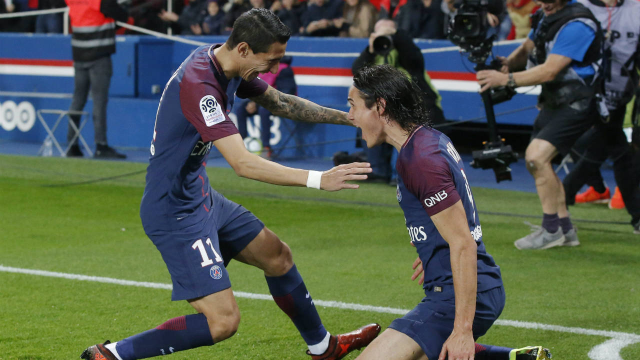 PSG's-Edinson-Cavani,-right,-celebrates-the-opening-goal-with-his-teammate-PSG's-Angel-di-Maria-during-a-French-League-One-soccer-match-Paris-Saint-Germain-against-Nice-at-Parc-des-Princes-stadium-in-Paris,-France,-Friday,-Oct.-27,-2017.-(Michel-Euler/AP)