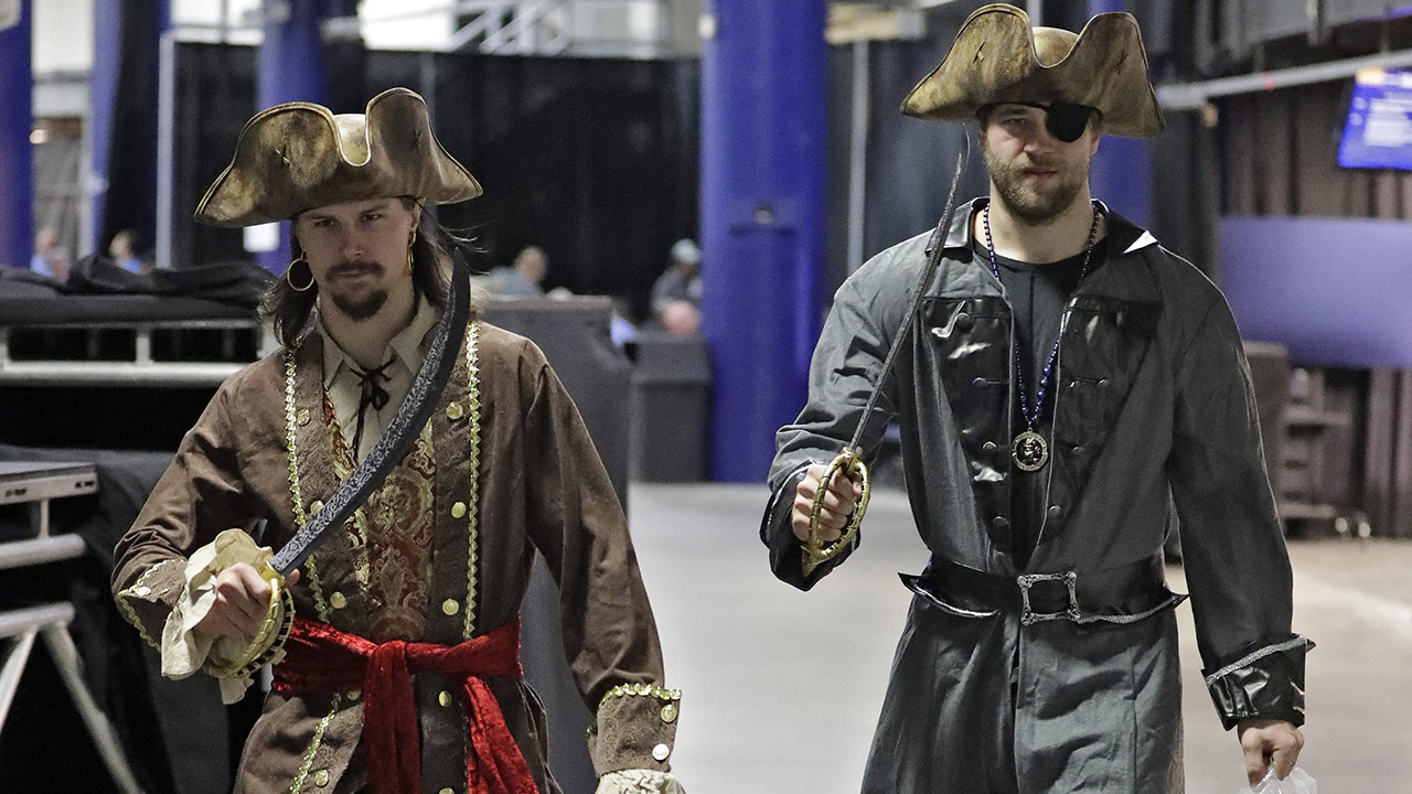 Karlsson, Hedman arrive to all-star skills competition dressed as