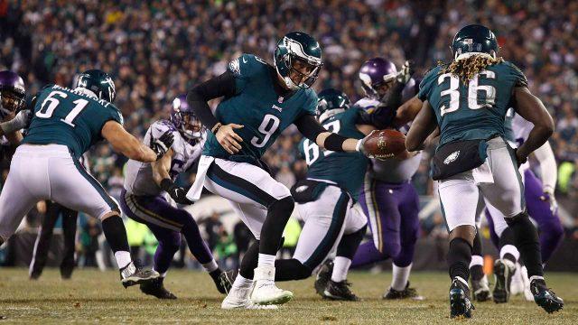 Philadelphia-Eagles'-Nick-Foles-hands-off-to-Jay-Ajayi