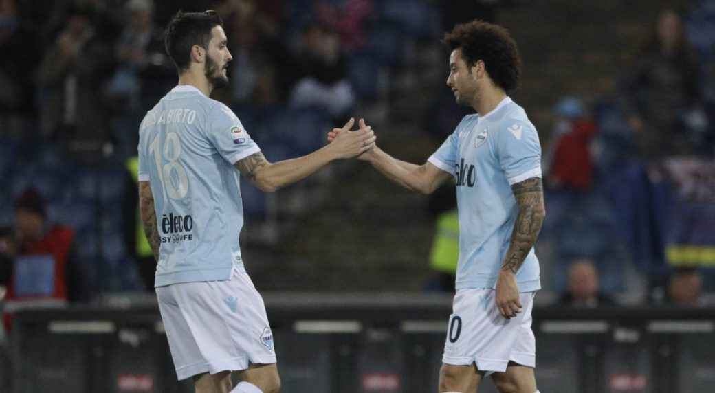 Lazio's-Felipe-Anderson,-right,-celebrates-with-his-teammate-Luis-Alberto-after-scoring-his-side's-3rd-goal-during-the-Serie-A-soccer-match-between-Lazio-and-Udinese,-at-the-Rome-Olympic-stadium-Wednesday,-Jan.-24,-2018.-(Gregorio-Borgia/AP)