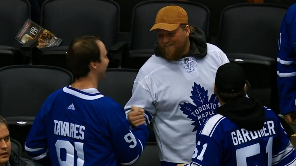 competitive price be1d7 f1fec Tavares' name on Maple Leafs jerseys shows fans at most ...