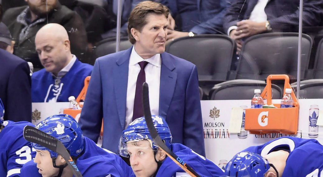 Toronto-Maple-Leafs-head-coach-Mike-Babcock-yells-from-the-bench-during-the-final-seconds-of-third-period-NHL-hockey-action-against-the-Colorado-Avalanche-in-Toronto-on-Monday,-January-22,-2018.-(Nathan-Denette/CP)