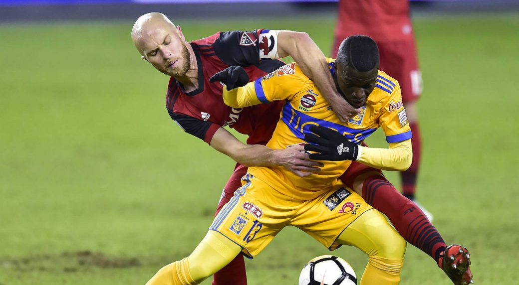Toronto-FC-midfielder-Michael-Bradley-(4)-grabs-at-the-jersey-of-UANL-Tigres-forward-Enner-Valencia-(13)-as-they-vie-for-control-of-the-ball-during-first-half-CONCACAF-Champions-League-quarter-final-action,-in-Toronto-on-Wednesday,-March-7,-2018.-(Frank-Gunn/CP)