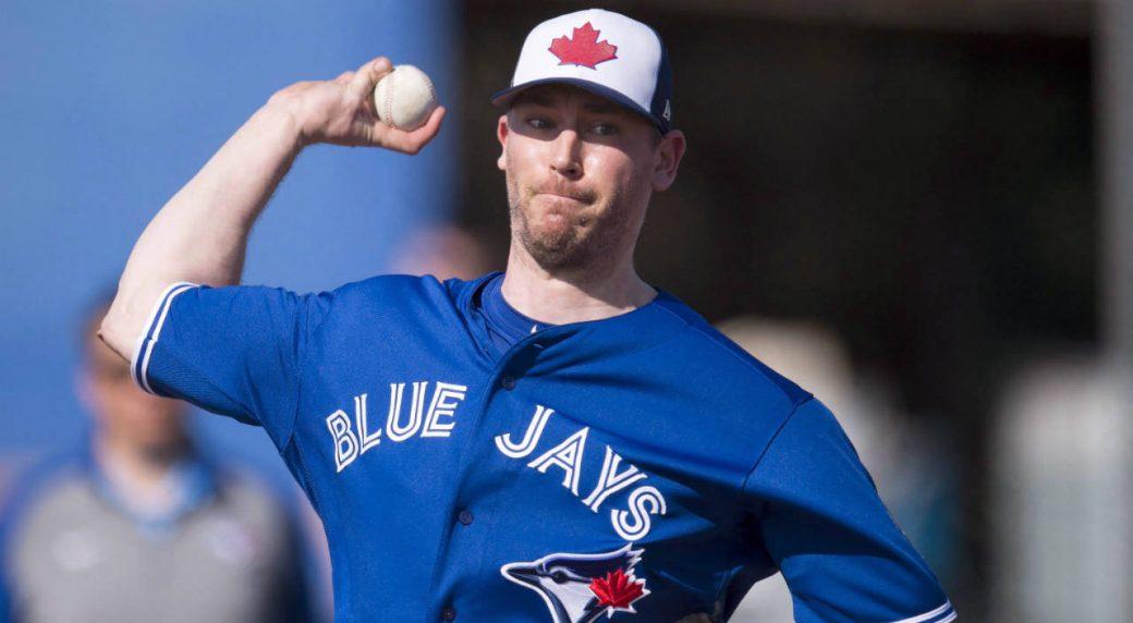 Toronto-Blue-Jays-pitcher-John-Axford-pitches-at-Spring-Training-in-Dunedin,-Fla.-on-Thursday,-February-15,-2018.-(Frank-Gunn/CP)