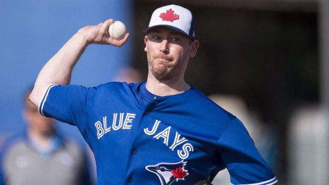 Toronto-Blue-Jays-pitcher-John-Axford-pitches-at-Spring-Training-in-Dunedin,-Fla.-on-Thursday,-February-15,-2018.-(Frank-Gunn/CP)
