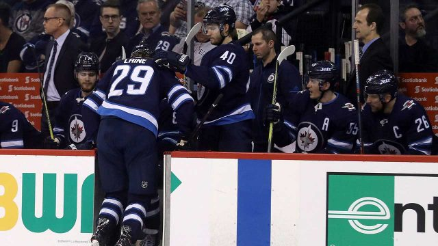 Winnipeg-Jets-right-wing-Patrik-Laine-(29)-leaves-the-ice