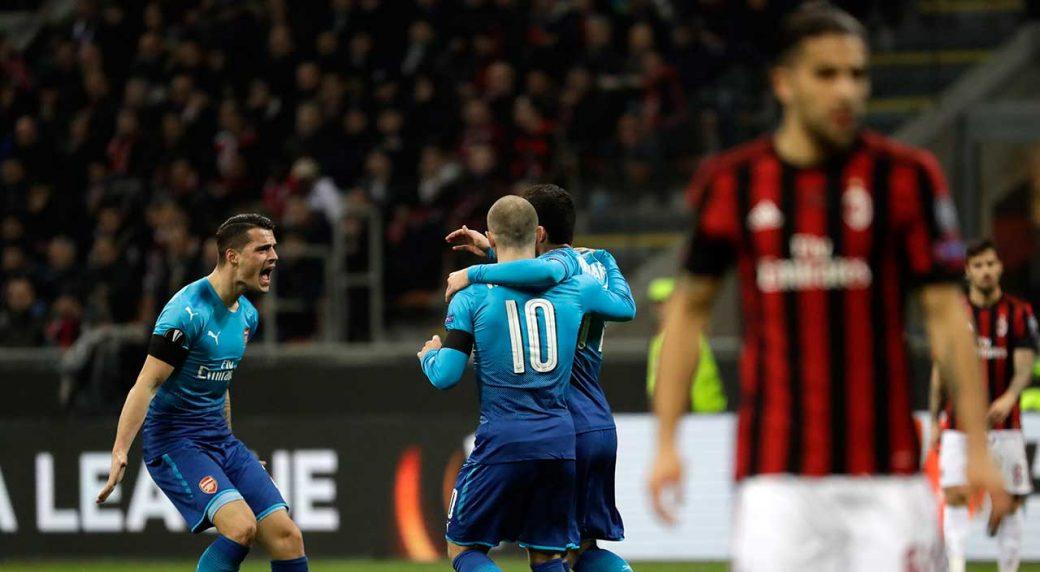 Arsenal's-Henrikh-Mkhitaryan-celebrates-with-teammates