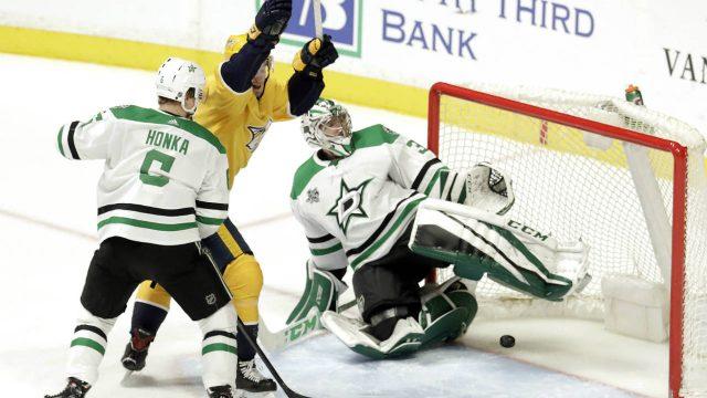 Nashville-Predators'-Colton-Sissons,-centre,-celebrates-a-goal-by-teammate-Ryan-Hartman-against-Dallas-Stars-goalie-Kari-Lehtonen-(32),-of-Finland,-in-the-third-period-of-an-NHL-hockey-game-Tuesday,-March-6,-2018,-in-Nashville,-Tenn.-Also-defending-for-the-Stars-is-Julius-Honka-(6),-of-Finland.-(Mark-Humphrey/AP)
