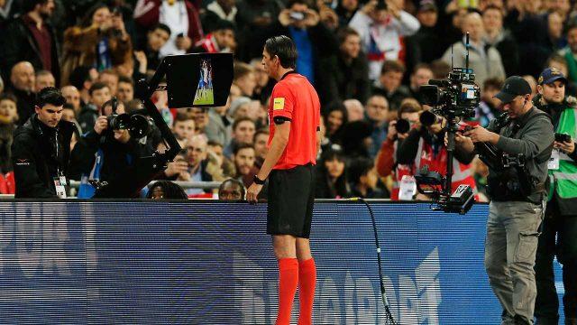 Referee-Deniz-Aytekin-checks-the-VAR
