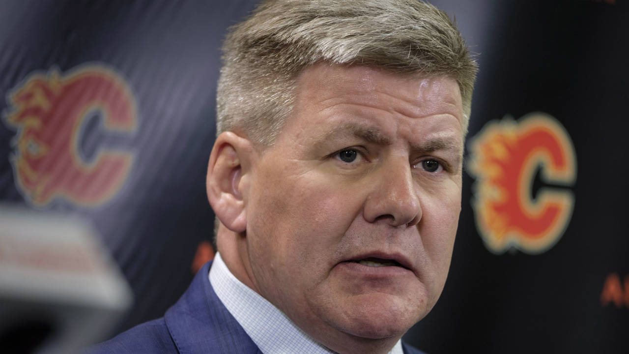 New-Calgary-Flames'-head-coach-Bill-Peters-speaks-to-the-media-in-Calgary,-Monday,-April-23,-2018.-(Jeff-McIntosh/CP)