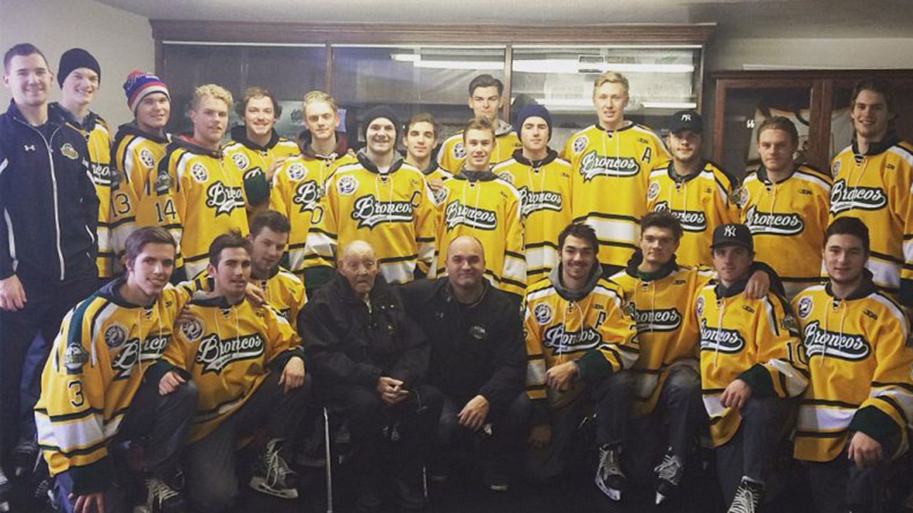 The-Humboldt-Broncos-pose-with-Elgar-Petersen-in-Cudworth,-Sask.,-on-Nov.-29