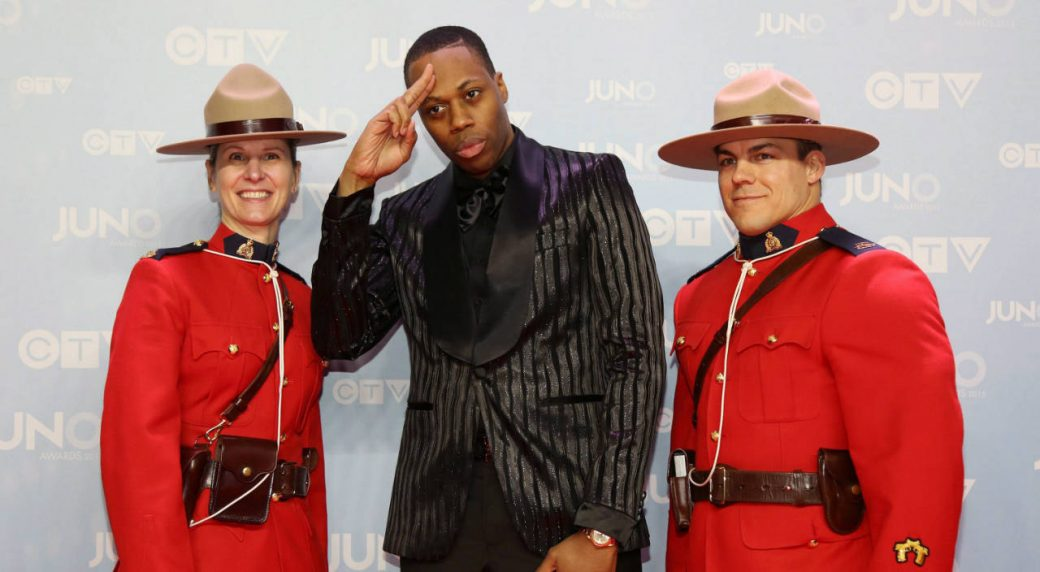 Kardinal-Offishall,-centre,-poses-with-members-of-the-Royal-Canadian-Mounted-Police-on-the-red-carpet-during-the-2015-Juno-Awards-in-Hamilton,-Ont.,-on-Sunday,-March-15,-2015.-(Peter-Power/CP)