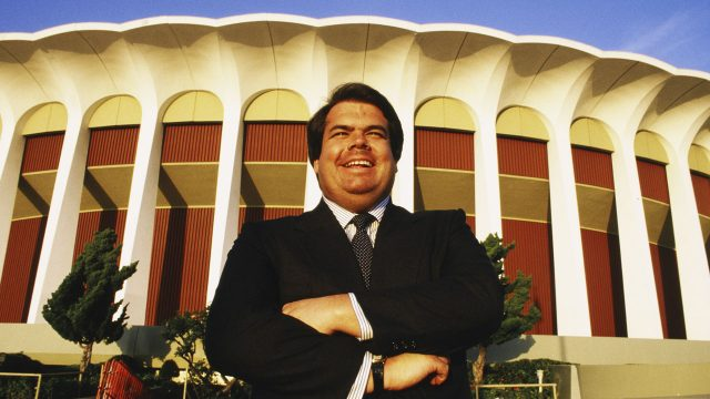 Bruce-McNall-looking-pretty-pleased-in-front-of-the-Great-Western-Forum-in-1988,-shortly-after-buying-the-L.A.-Kings.