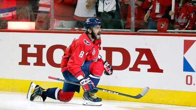 alex-ovechkin-celebrates-goal-with-evgeny-kuznetzov