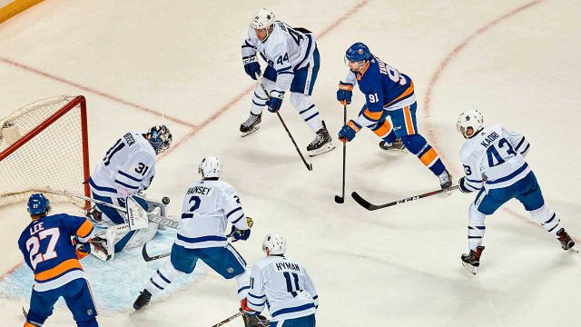 john-tavares-tries-to-score-against-the-maple-leafs