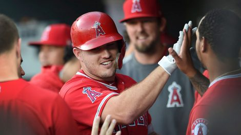 los-angeles-trout-congratulated-by-teammates