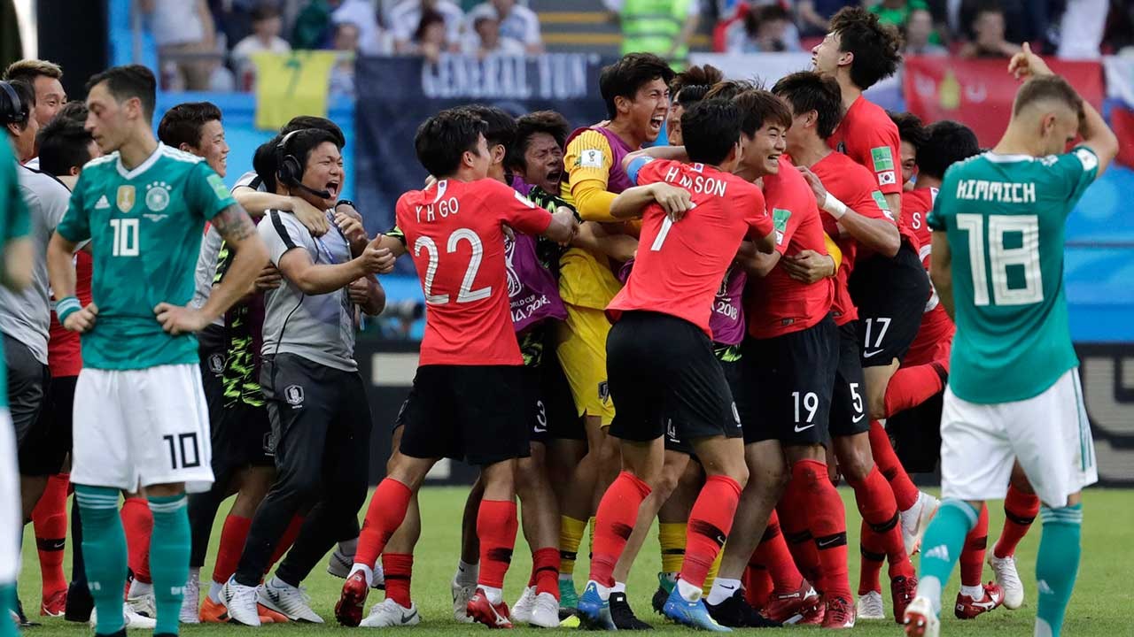 south-korean-players-celebrate-defeating-germany
