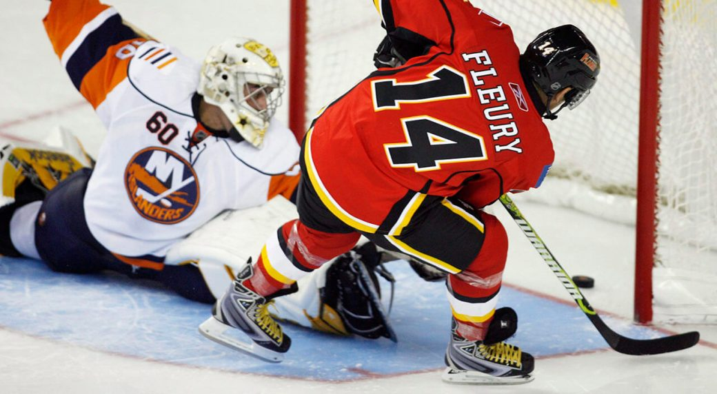 Theoren-Fleury-scores-a-goal-for-the-Calgary-Flames-in