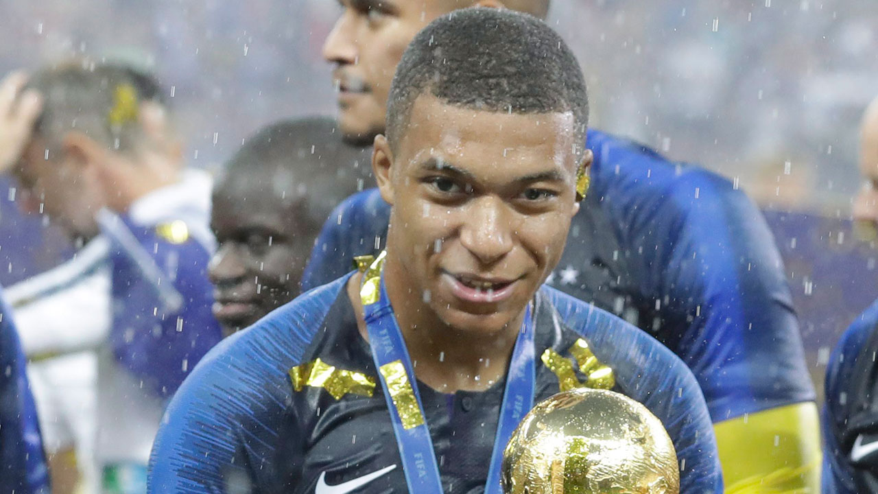 France-Mbappe-celebrating-World-Cup-win