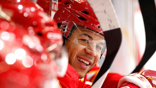 Jarome-Iginla-on-Calgary-Flames-bench-2013