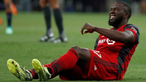 MLS-TFC-Jozy-Altidore-injured-on-pitch