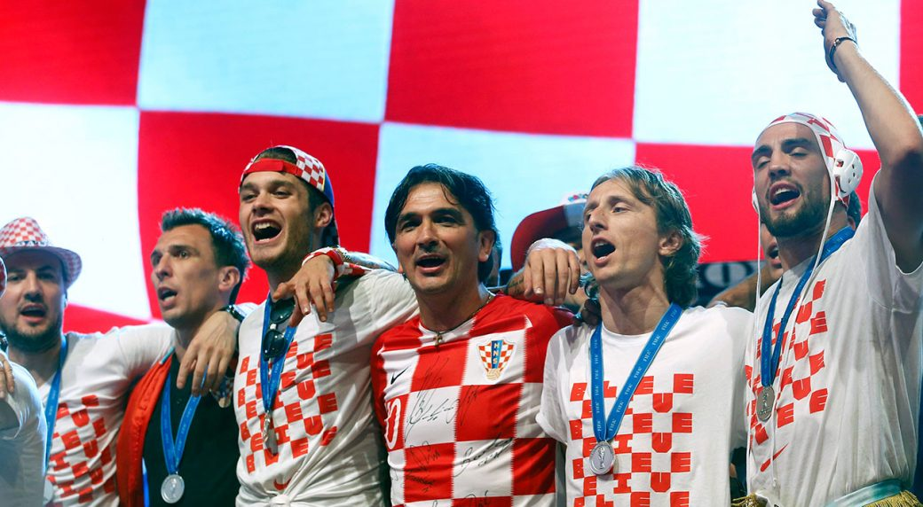 croatia_players_celebrate_their_arrival_in_zagreb