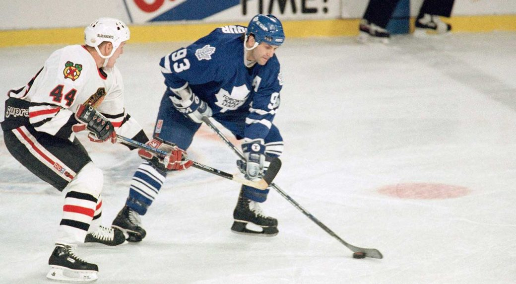 doug-gilmour-playing-for-the-toronto-maple-leafs