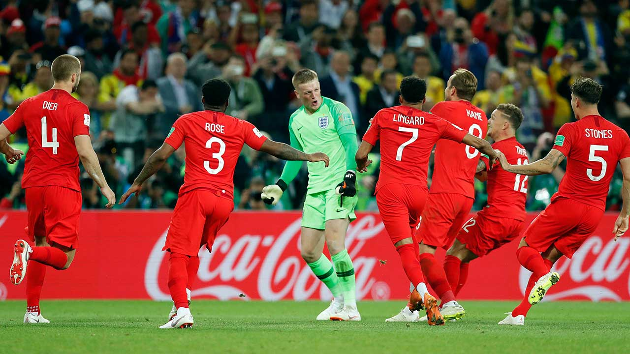 england-goalkeeper-jordan-pickford-celebrate-with-teammates