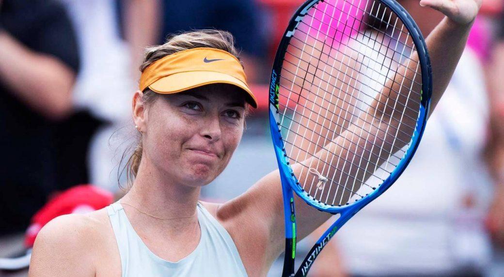 Tennis-WTA-Sharapova-saluting-crowd-at-Rogers-Cup