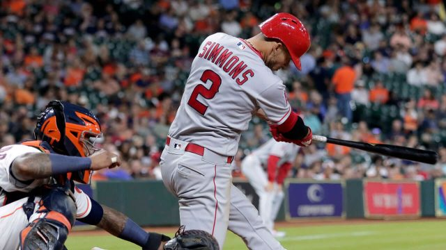 andrelton-simmons-hits-a-double-against-the-astros