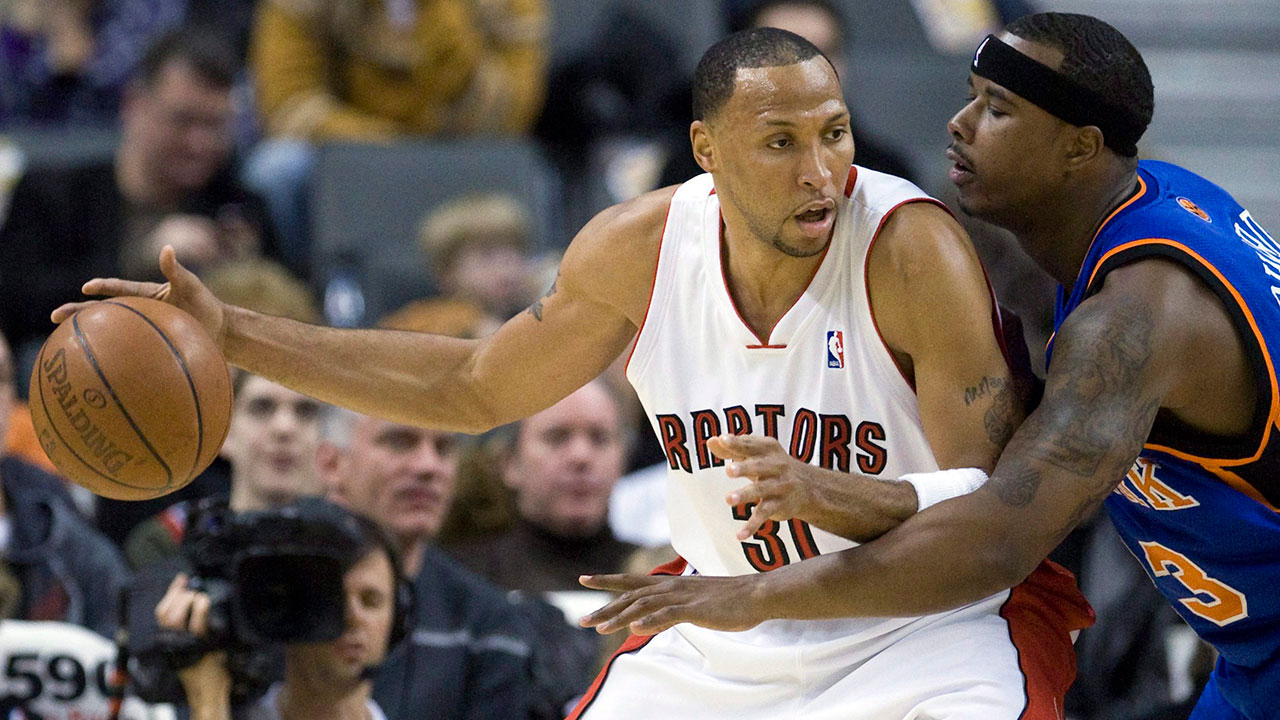 shawn_marion_posts_up_on_quentin_richardson