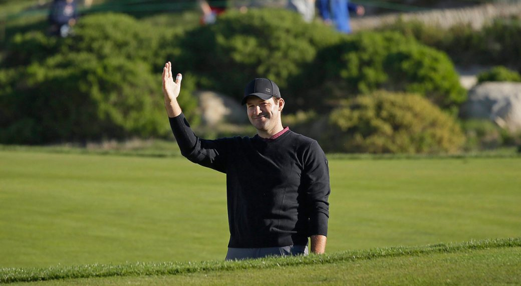 tony-romo-waves-after-hitting-out-of-bunker
