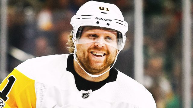phil-kessel-smiling-on-ice-pittsburgh-penguins
