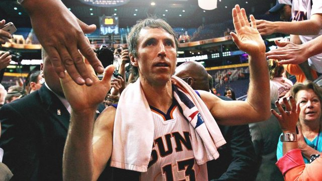 steve-nash-high-fives-crowd-in-phoenix