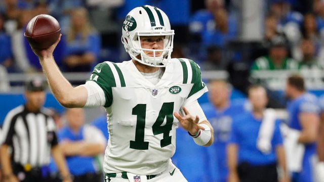 NFL-Jets-Darnold-throws-against-Lions