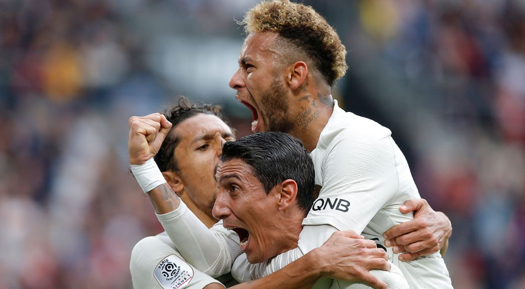 finest selection 963b9 8f578 Neymar gives jersey to crying boy as PSG beats Rennes ...