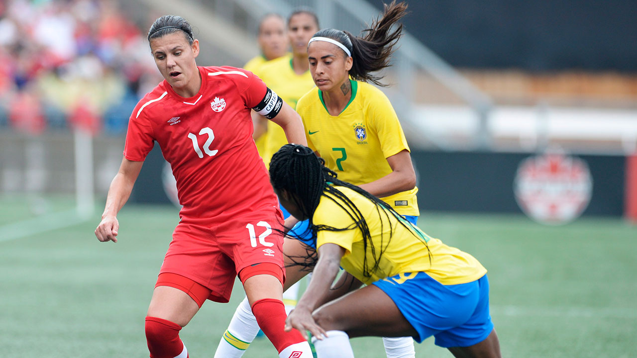 christine_sinclair_protects_the_ball_from_ludmila
