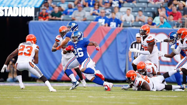 giants-saquon-barkley-rushes-against-cleveland