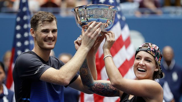 jamie_murray_and_bethanie_mattek_sands_hold_the_us_open_mixed_doubles_trophy