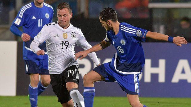 mario_goetze_dribbles_the_ball_against_san_marino