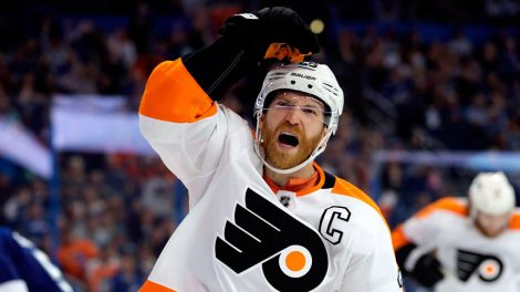 flyers-captain-claude-giroux-celebrates-goal