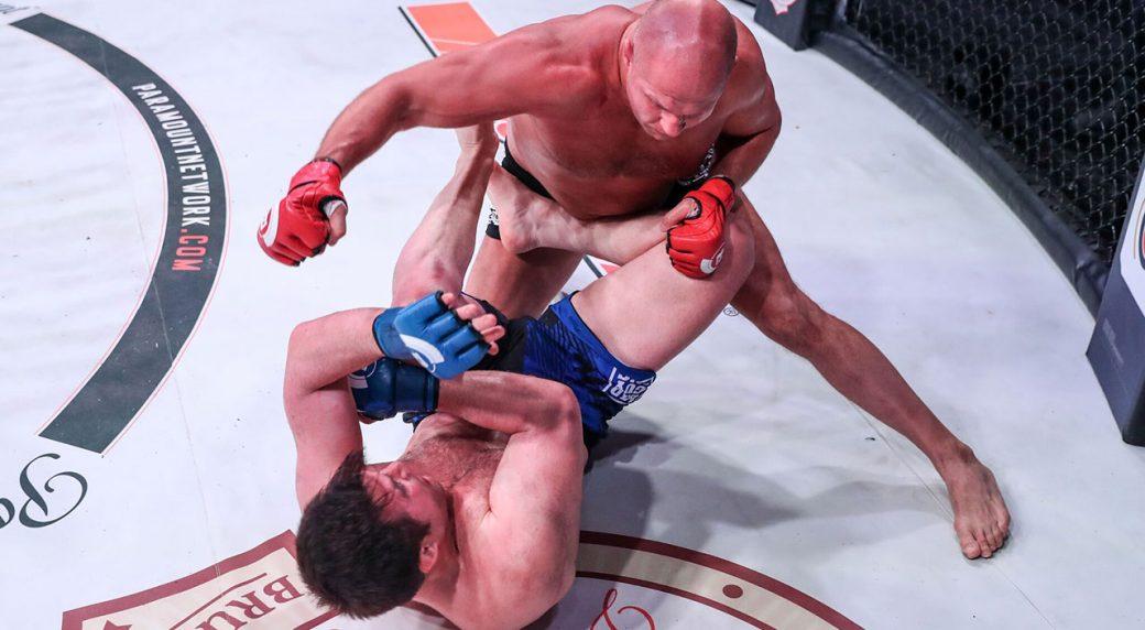 Fedor-Emelianenko-punches-Chael-Sonnen-at-bellator-208