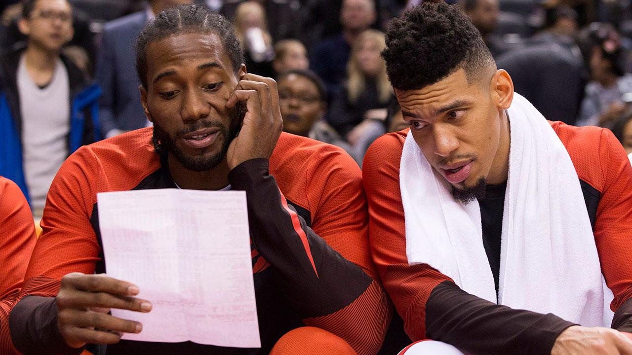 NBA-basketball-Raptors-Leonard-and-Green-look-at-statsheet
